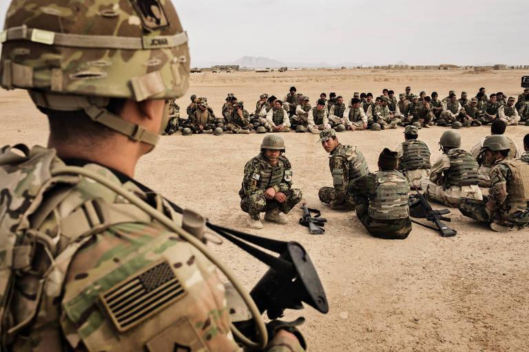 Apoio popular ao retorno das tropas escora Biden na saída do Afeganistão
