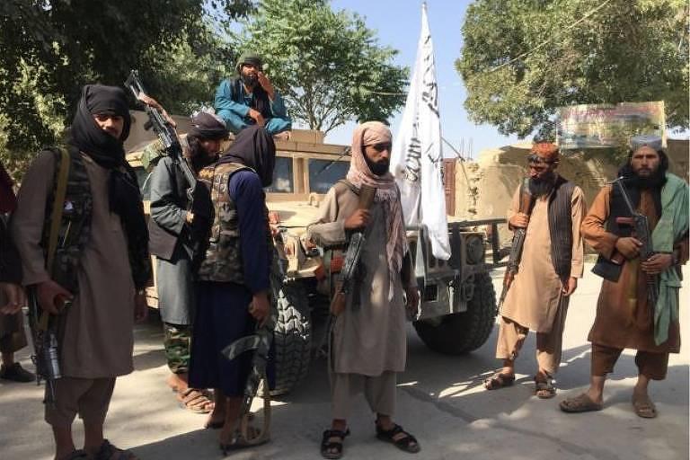 'Vamos matar quem não abandonar cultura ocidental': combatentes do Taleban falam à BBC em meio a avanço no Afeganistão