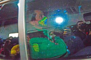 O presidente do PTB Roberto Jefferson foi preso na manha de sexta de pela policia federal no interior do estado, na foto as viaturas chegando no IML para exame de corpo delito