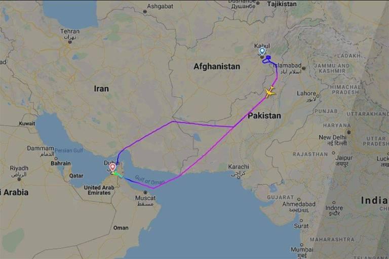 Voo da Emirates dá 8 voltas e não pousa, enquanto Taleban toma capital afegã