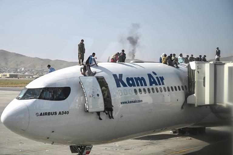 Caos no aeroporto de Cabul após tomada do governo pelo Taleban no Afeganistão