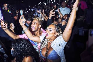 Kimbella Vanderhee, the reality TV star and the spouse of the Dipset member Juelz Santana, at the Verzuz battle between the Lox and Dipset at the Hulu Theater at Madison Square Garden in New York, Aug. 3, 2021. (An Rong Xu/The New York Times)