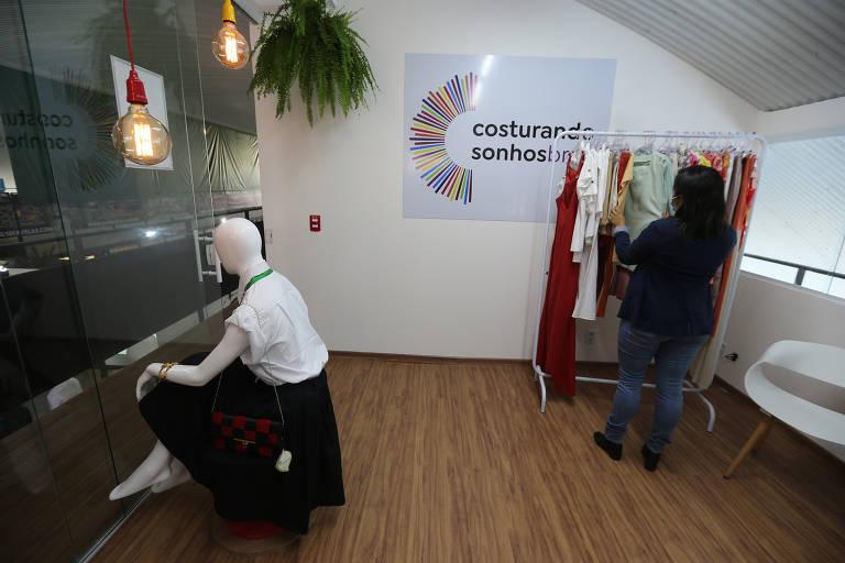 Novo espaço do projeto Costurando Sonhos Brasil, em Paraisópolis (zona sul da cidade de São Paulo) conta com uma loja própria para vendas das peças produzidas por costureiras da comunidade