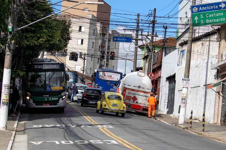 Nas favelas de SP, ruas estreitas e preconceito são desafios para a mobilidade urbana