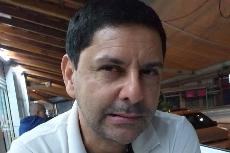 Saulo Pereira, 53, reclama da demora na devolução do aparelho e do desrespeito com a mãe
