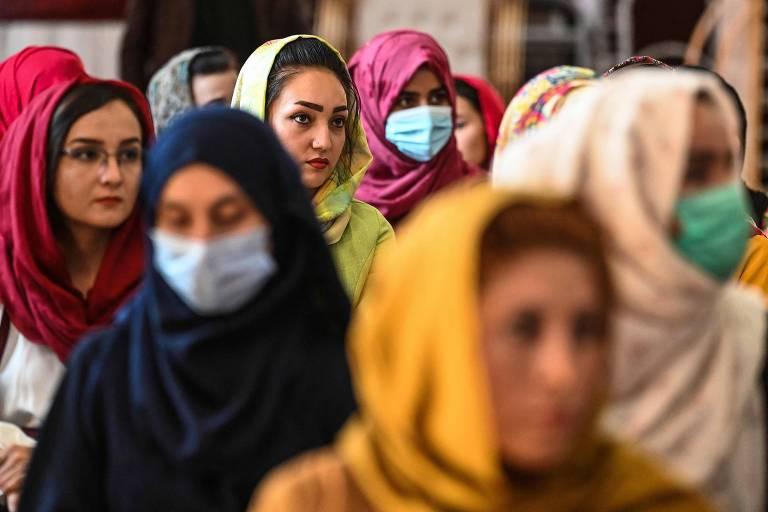 Ex-'noiva americana em Cabul' tenta ajudar afegãs que pedem socorro contra Taleban