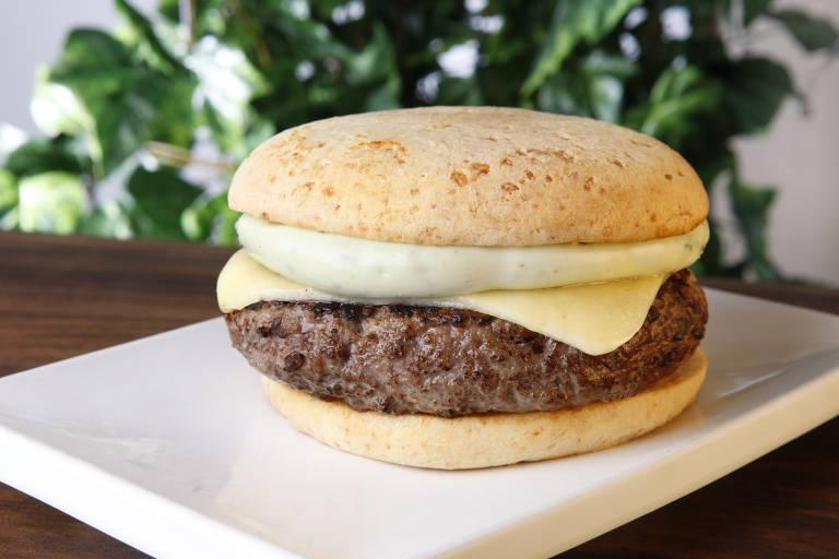 Na hamburgueria Pibus, uma das opções é o Tiradentes, que leva hambúrguer artesanal, queijo prato e maionese caseira