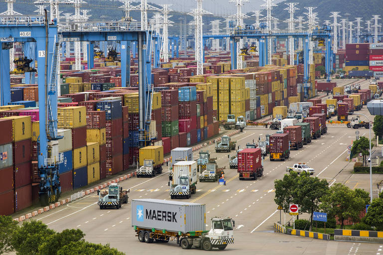 Covid volta a afetar porto chinês e gargalo no abastecimento global pode ir até 2022