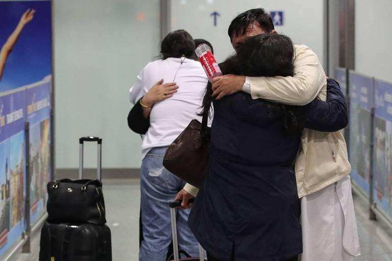 Afegãos levados à Alemanha descrevem cenas terríveis no aeroporto de Cabul