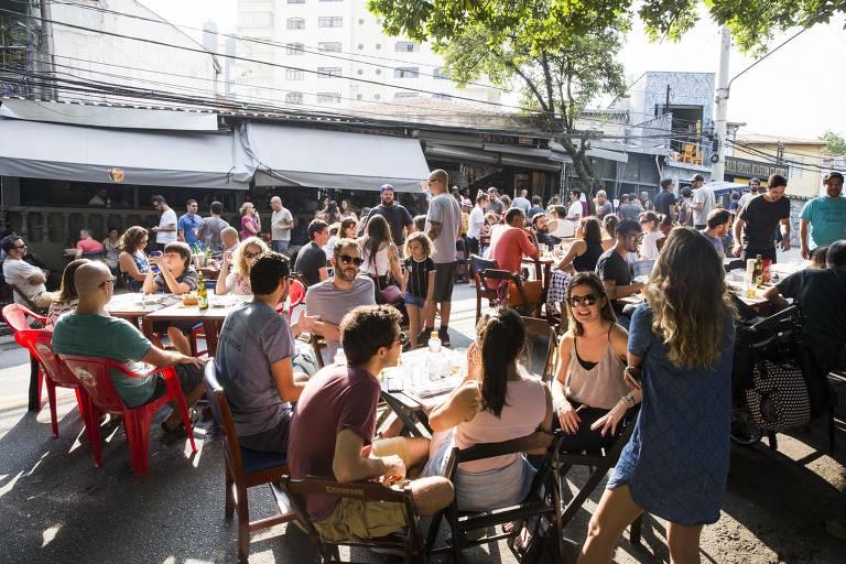 Veja fotos da festa de 50 anos da Mercearia São Pedro