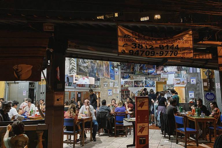 Com possível fechamento à vista, o tradicional bar da Vila Madalena Mercearia São Pedro continua recebendo clientes