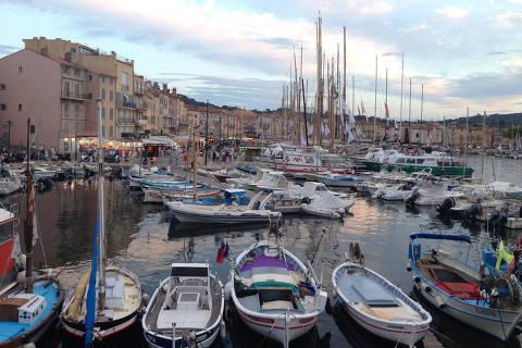 SAINT-TROPEZ, FRANÇA, 27.09.2016: TURISMO-FRANÇA - Barcos na doca Jean Jaurès na cidade de Saint-Tropez na França. (Foto: Bruno Lee/Folhapress)