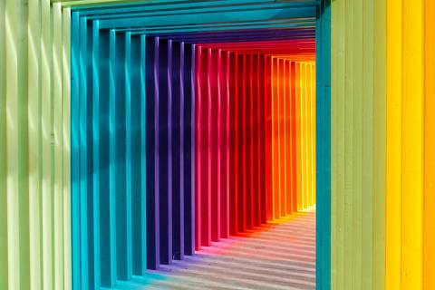 Corredor colorido cores - daltonismo - web stories