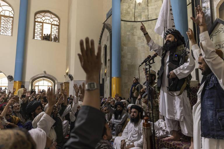 Líder de grupo considerado terrorista discursa em mesquita no Afeganistão