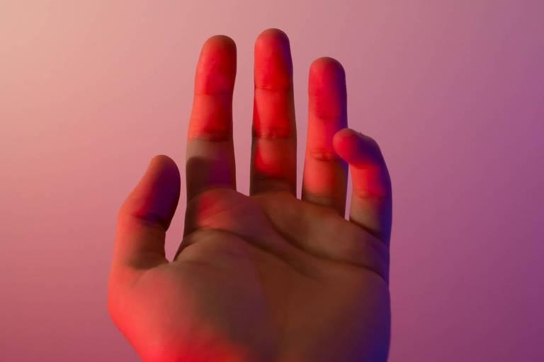 Mão luz vermelha