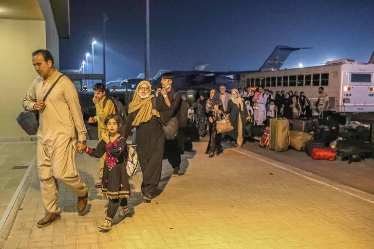 EUA ordenam companhias civis a ceder aviões para resgate de afegãos