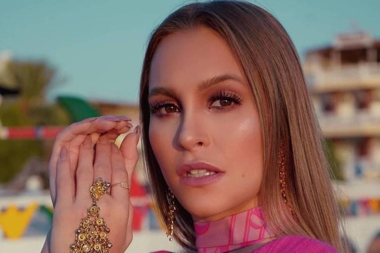 Carla Diaz usa pulseira de Khadija no Egito e relembra 'O Clone'