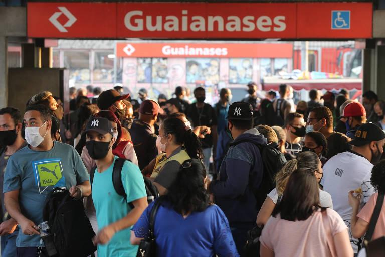 Greve provoca filas e aglomeração em estações de trem de São Paulo