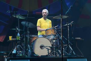 Morre o baterista Charlie Watts da banda The Rolling Stones