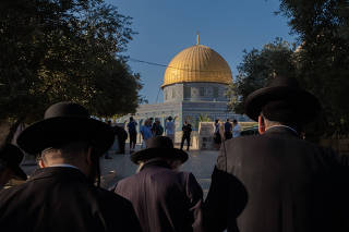 Orthodox Jews and others praying at the Temple Mount in Jerusalem on Monday, Aug. 23, 2021. (Amit Elkayam/The New York Times)