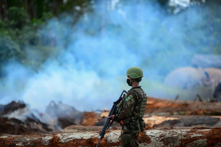 Ação de militares na Amazônia será estendida por 45 dias para cobrir época das queimadas, diz Mourão