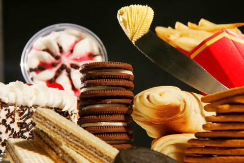 Alimentos ultraprocessados - biscoitos, batata frita, sorvete - Web Stories