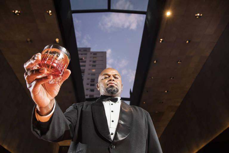 Thiago Gregorio, 40, é chefe do bar do restaurante Fasano, onde trabalha há 20 anos