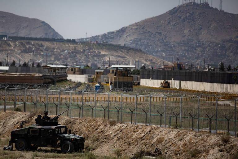 Embaixada dos EUA alerta americanos a se afastarem do aeroporto de Cabul devido a ameaças de segurança