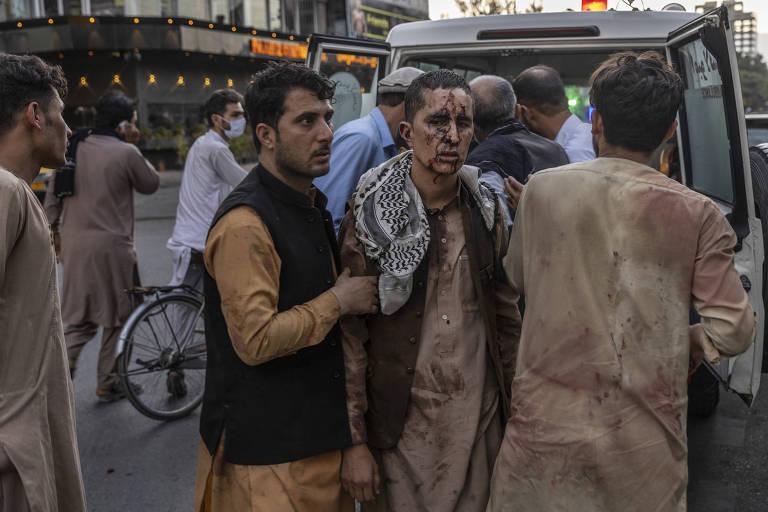 Estado Islâmico assume autoria de ataques em aeroporto no Afeganistão