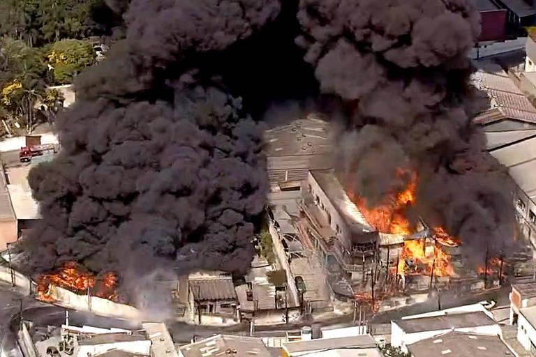 Mãe e três filhos morrem durante incêndio em indústria química de Barueri, na Grande SP