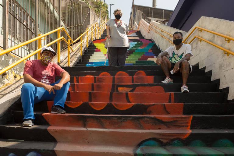 Escadão da Freguesia do Ó foi grafitado recentemente em homenagem ao aniversário de 441 anos do bairro da zona norte de São Paulo. Os grafites foram feitos por Preto (Anderson Andrade) e Islim (Ronaldo Roque), com a participação da professora de arte Liane Bittencourt.