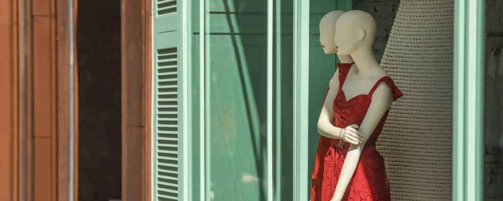 Detalhe da vitrine da loja Le Lis Blanc, na rua Oscar Freire