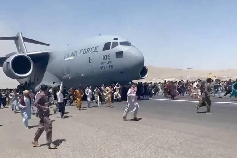 Avião gigante simboliza esperança e fracasso na retirada do Afeganistão