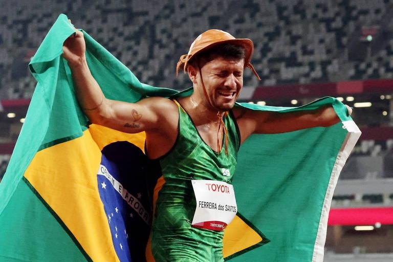 Petrúcio é bicampeão dos 100 m nas Paralimpíadas após 'DR' com técnico