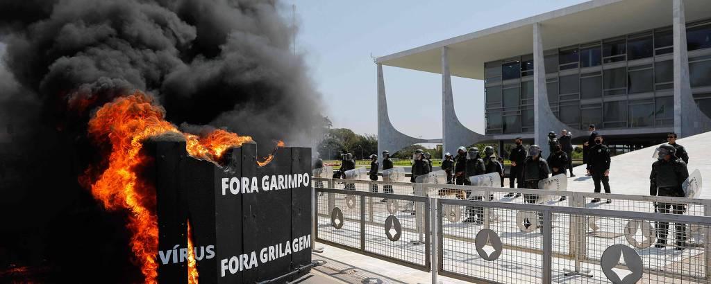 Protesto de indígenas em frente ao Planalto nesta sexta-feira