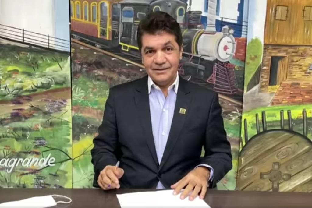 MP vai investigar prefeito que demitiu professor por não tolerar 'viadagem'