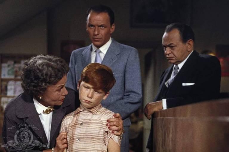 "Edward G. Robinson, Frank Sinatra, Eddie Hodges e Thelma Ritter em ""Os Viúvos Também Sonham"""