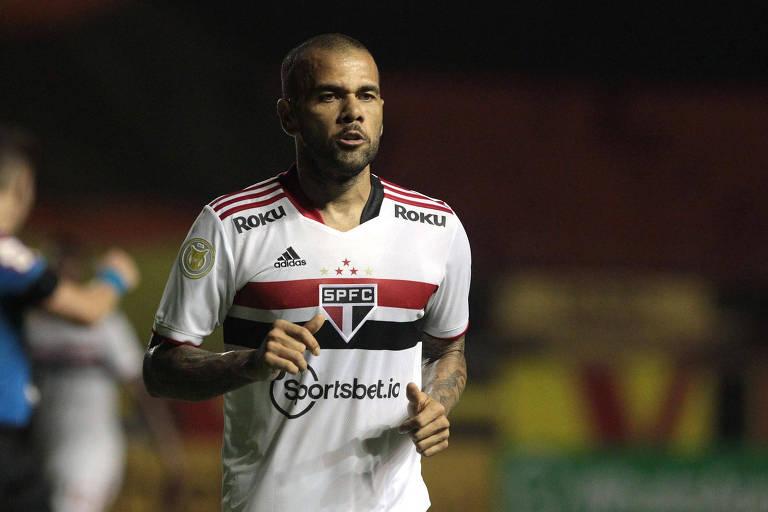 Daniel Alves em ação pelo São Paulo