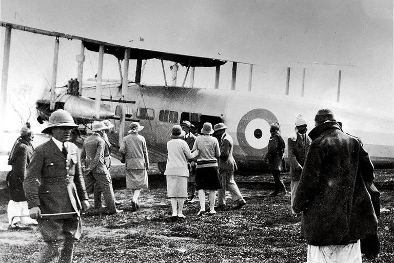 Afeganistão volta a ser palco de retirada aérea, 92 anos após sediar a 1ª da história