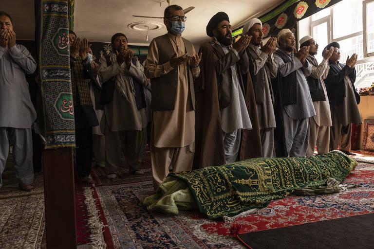 Dia seguinte a atentado no Afeganistão tem tristeza em funerais e medo em hospitais