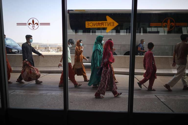 Afegãos nos EUA se unem para ajudar refugiados e facilitar adoção de crianças