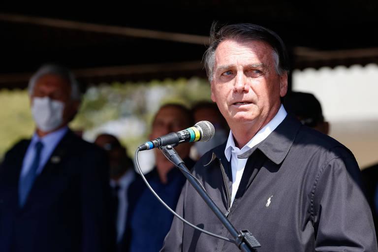 Bolsonaro diz que governo irá trabalhar preço dos combustíveis