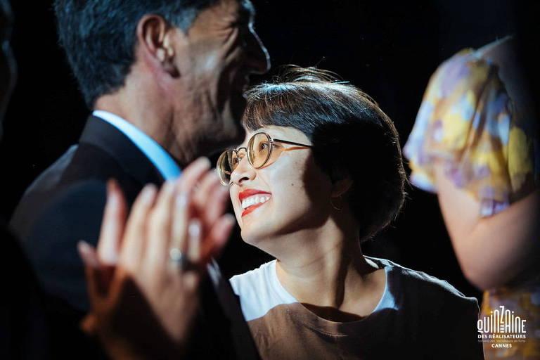 Cineasta afegã relata fuga caótica de Cabul com a família: 'Tive sorte'