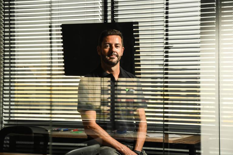 O presidente da consultoria de qualidade e engenharia de software Yaman, Andrey Coelho, no escritório da empresa, em Barueri (SP)
