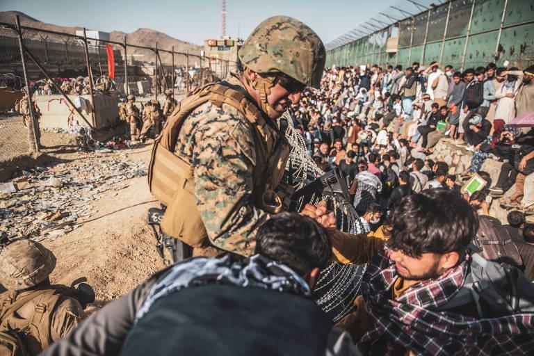 Em novo alerta, embaixada pede que americanos se afastem de aeroporto no Afeganistão