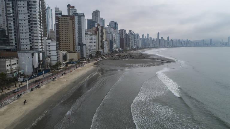 Alargamento de praia de Balneário Camboriú (SC)