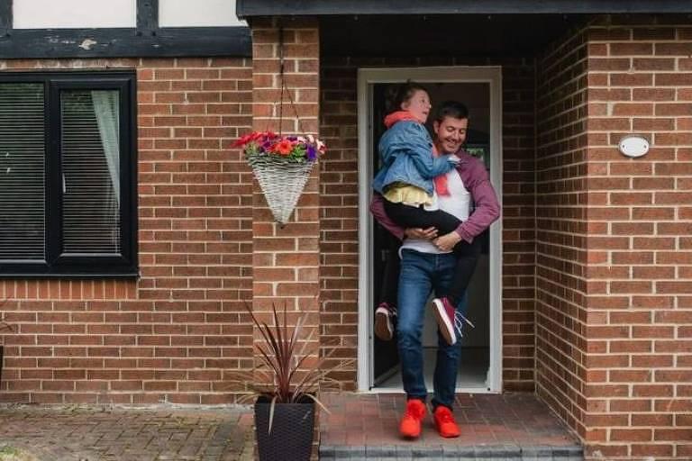 Divorciados da geração millennial estão cada vez mais mantendo os filhos na antiga casa da família, enquanto eles entram e saem da propriedade