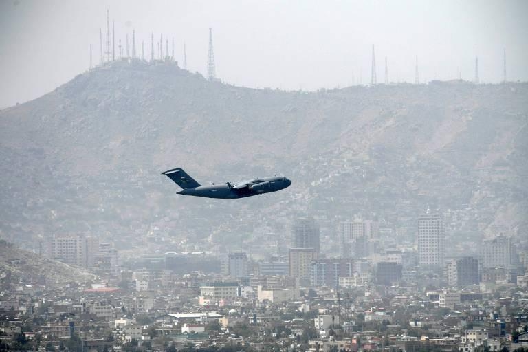 Aeroporto é atacado com foguetes na véspera do fim da retirada do Afeganistão