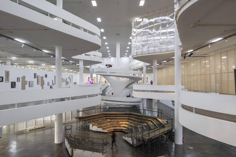Roda de negociação aparece em local nobre do Pavilhão da Bienal