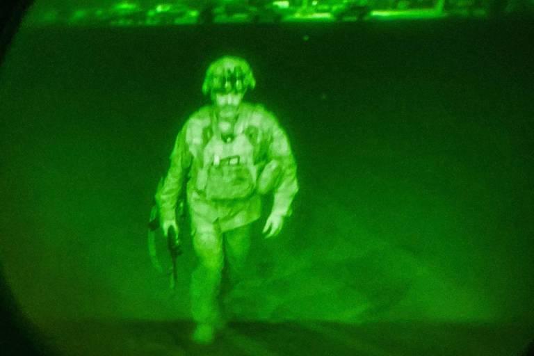 Exército americano destrói aviões e blindados antes de deixar Afeganistão